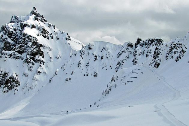 Mounatin scenery for off-piste luxury skiing at Padon Dolomites