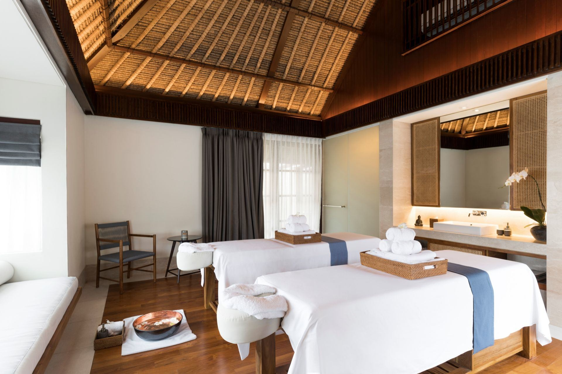 Revivo Bali Luxury Treatment room massage