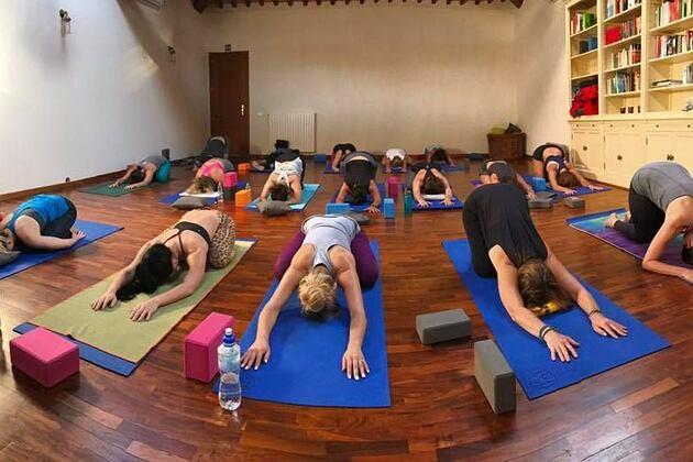 Group yoga class in the indoor studio at Locanda Cugnanello