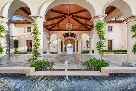 Entrance hall with water feature at Park Hyatt Mallorca