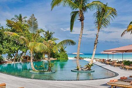 Joali Maldives pool and beach -header-image